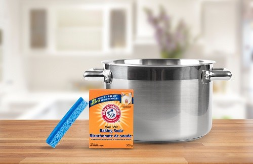 Baking soda next to a pot.